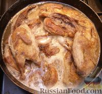Фото приготовления рецепта: Перепелки, тушенные в белом вине - шаг №3