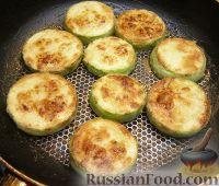 Фото приготовления рецепта: Закуска из кабачков с чесноком и помидорами - шаг №2