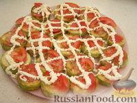 Фото приготовления рецепта: Закуска из кабачков с чесноком и помидорами - шаг №7