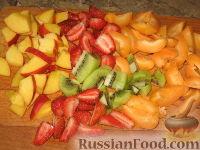 Фото приготовления рецепта: Фруктовый салат с абрикосами - шаг №2