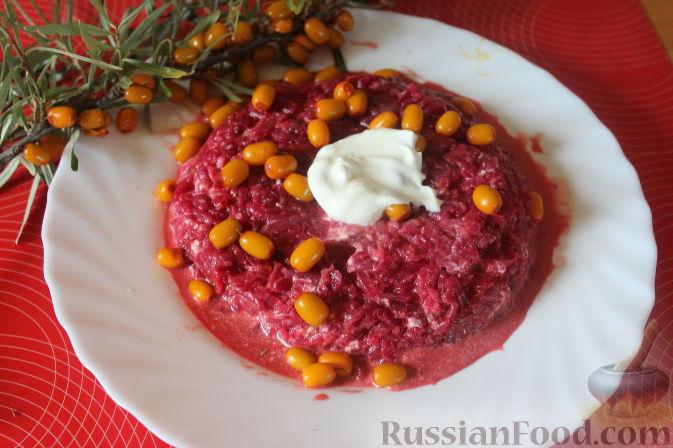 Фото к рецепту: Салат из облепихи и свеклы