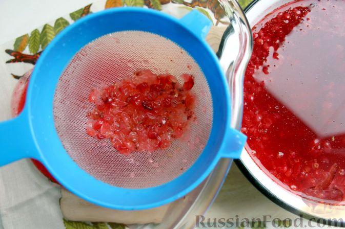 Фото приготовления рецепта: Брусничный морс - шаг №8
