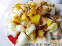 Фото к рецепту: Фруктовый салат с дыней и мюсли