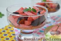 Фото к рецепту: Салат с арбузом и сливами
