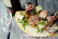 Фото к рецепту: Канапе с дыней и прошутто (ветчиной)
