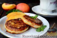 Фото к рецепту: Сырники с нектаринами (на сковороде)