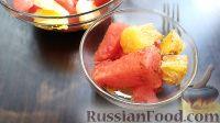 Фото к рецепту: Салат из арбуза с апельсинами, под медово-коричной заправкой