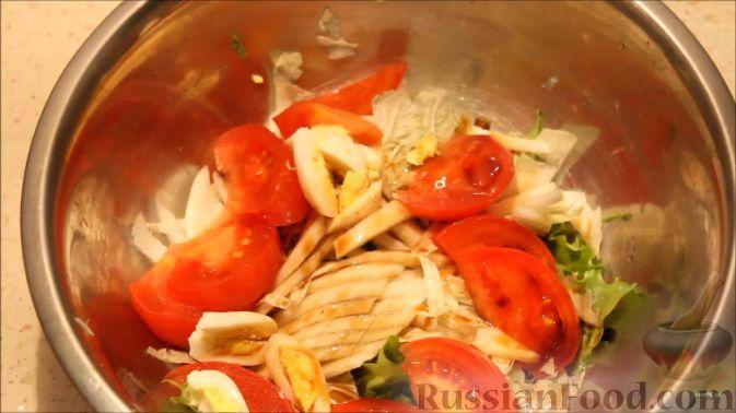 """Фото приготовления рецепта: Теплый салат """"Дары моря"""" из морепродуктов - шаг №11"""
