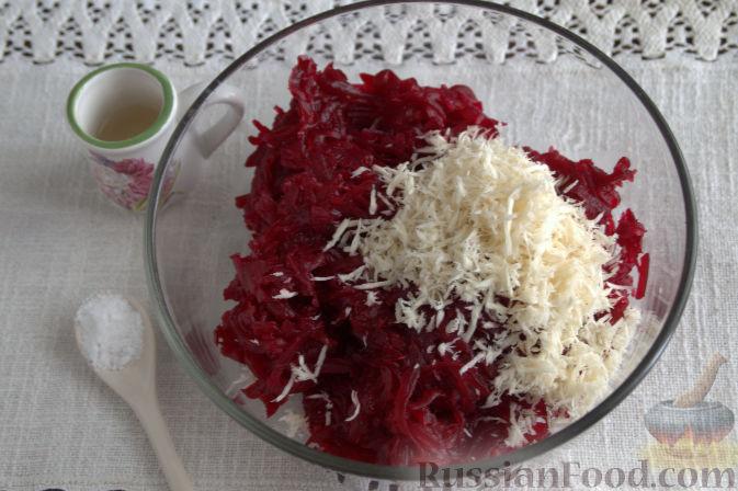 Фото приготовления рецепта: Закуска из свеклы со свежим хреном - шаг №5