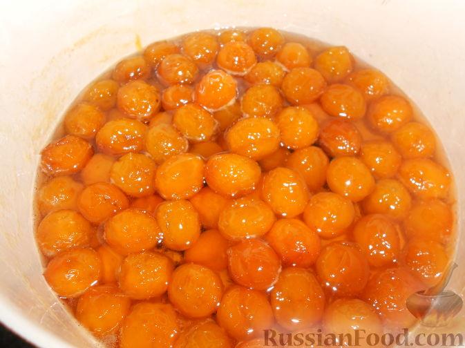 Фото приготовления рецепта: Варенье из желтых слив - шаг №13