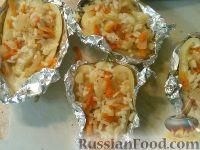 Фото приготовления рецепта: Болгарский перец, запеченный с рисом и овощами - шаг №7