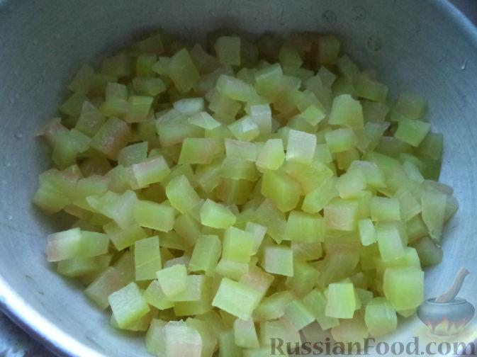 Фото приготовления рецепта: Желе из каркаде, с ломтиками мандарина - шаг №5