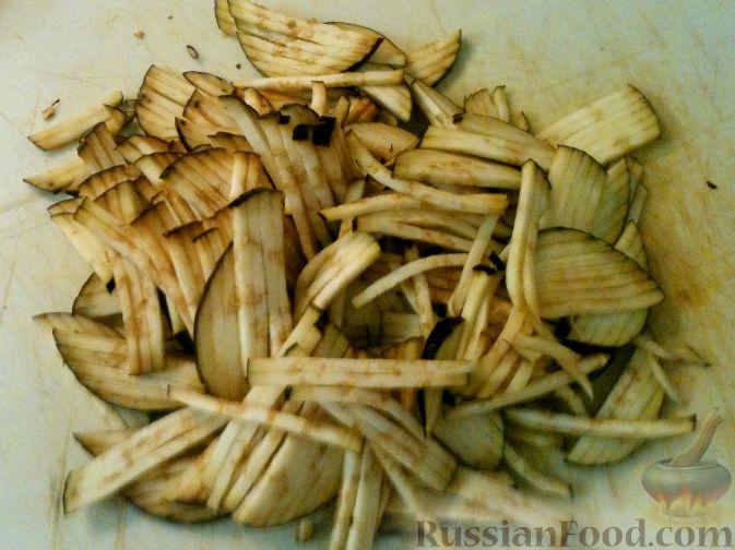 Фото приготовления рецепта: Куриная печень с тыквой, яблоками, вином и корицей - шаг №3