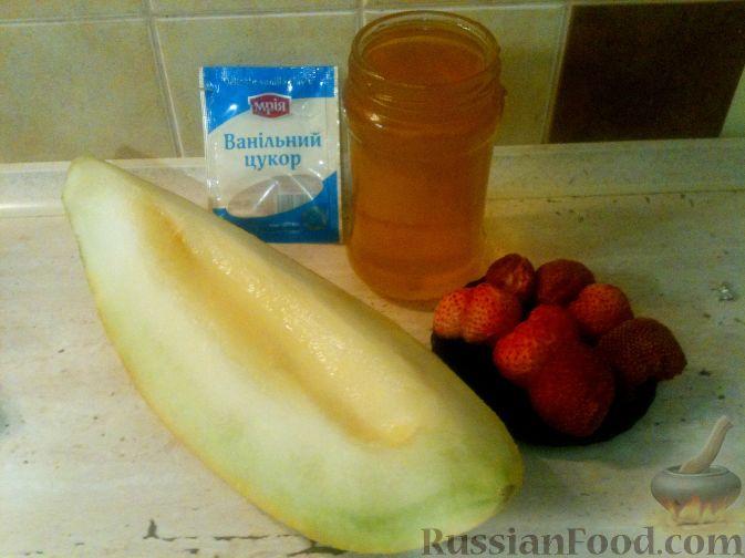 Фото приготовления рецепта: Дынный смузи с клубникой - шаг №1