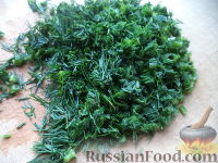 Фото приготовления рецепта: Соус сметанный с чесноком и укропом - шаг №2
