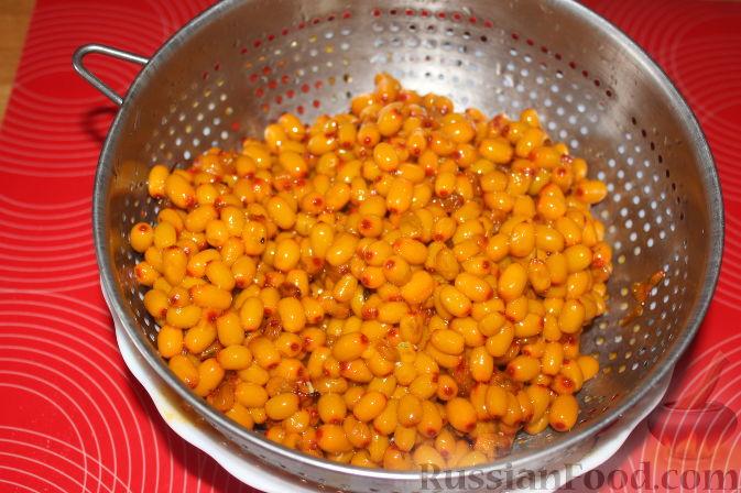 Фото приготовления рецепта: Варенье из облепихи - шаг №5