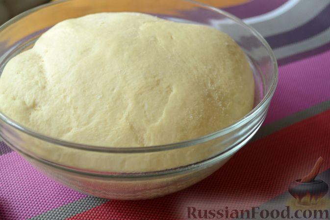Фото приготовления рецепта: Дрожжевой пирог с нектаринами - шаг №6
