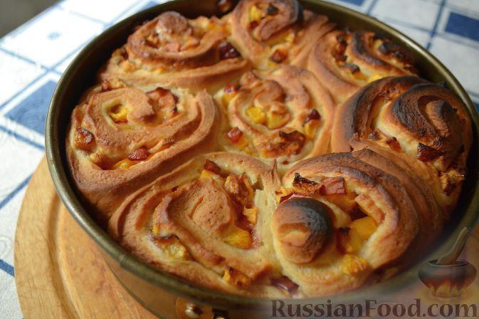Фото приготовления рецепта: Дрожжевой пирог с нектаринами - шаг №13