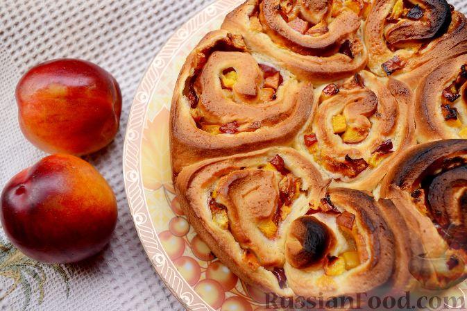 Фото приготовления рецепта: Дрожжевой пирог с нектаринами - шаг №14