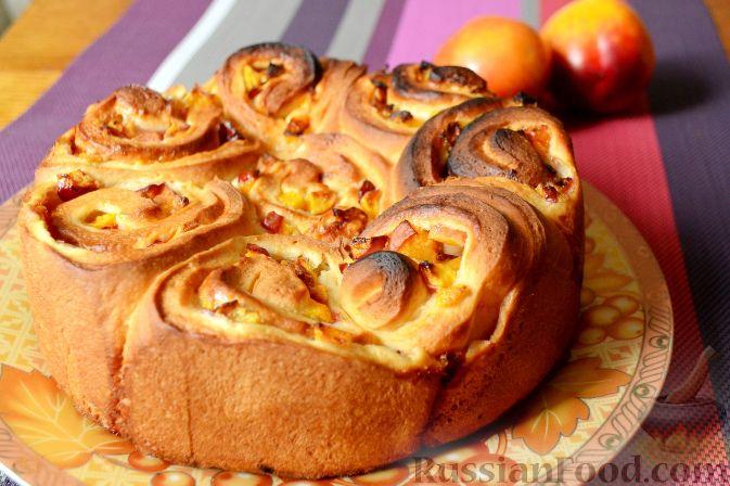 Фото приготовления рецепта: Дрожжевой пирог с нектаринами - шаг №15