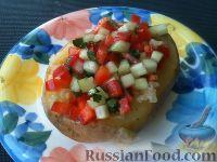 Фото к рецепту: Картофель с сыром и овощным салатом