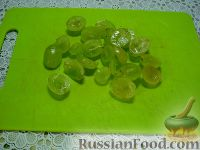 """Фото приготовления рецепта: Детский салат """"Гав-гав"""" с виноградом - шаг №7"""