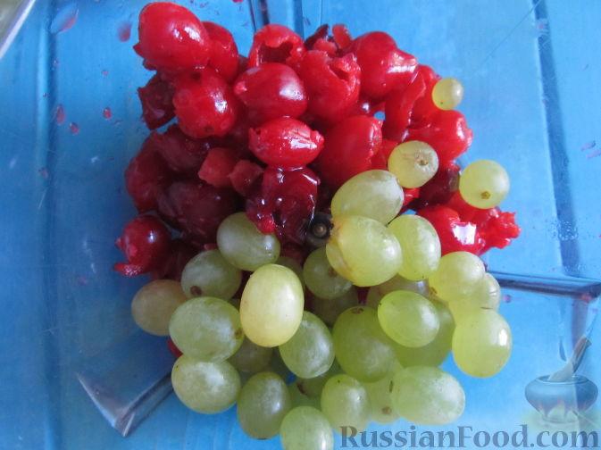 """Фото приготовления рецепта: Суфле """"Нежное наслаждение"""" с кизилом и виноградом - шаг №2"""