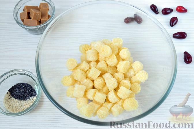 Фото приготовления рецепта: Конфеты из кизила и кукурузных палочек - шаг №3