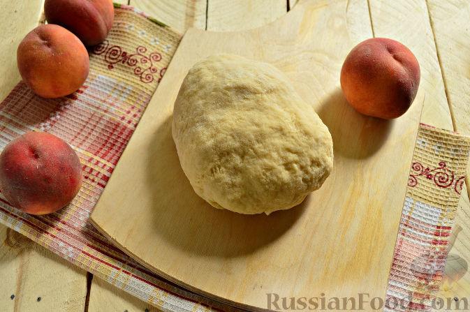 Фото приготовления рецепта: Пирог с персиками - шаг №7