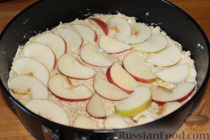 Фото приготовления рецепта: Овсяная каша с творогом и мёдом - шаг №4