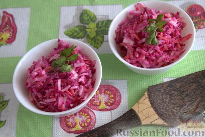 Фото к рецепту: Салат «Освежающий» со сметаной и хреном