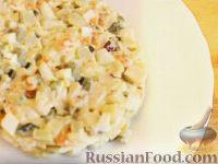"""Фото к рецепту: Салат """"Оливье"""" с куриным филе"""