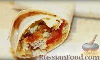 Фото к рецепту: Чикен-ролл (курица с овощами в лаваше)