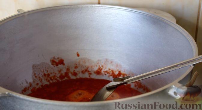 Фото приготовления рецепта: Консервированная фасоль с овощами (на зиму) - шаг №4