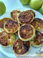Фото к рецепту: Сырники с яблоками