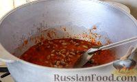 Фото приготовления рецепта: Консервированная фасоль с овощами (на зиму) - шаг №7