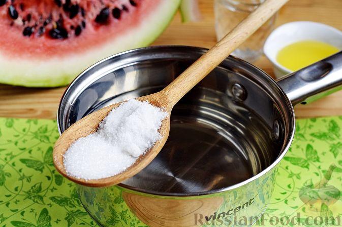 Фото приготовления рецепта: Арбуз в медовом маринаде (на зиму) - шаг №6