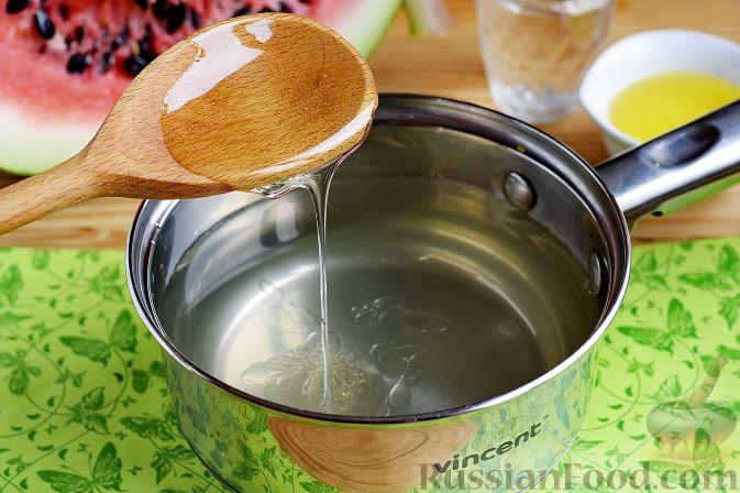 Фото приготовления рецепта: Арбуз в медовом маринаде (на зиму) - шаг №7