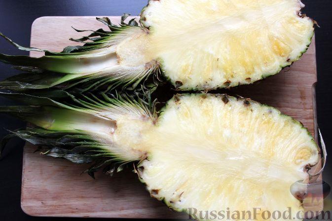 Фото приготовления рецепта: Фруктовый салат в ананасе - шаг №2