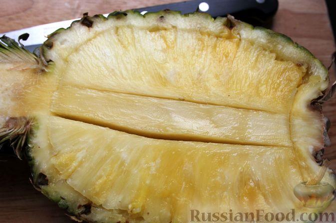 Фото приготовления рецепта: Фруктовый салат в ананасе - шаг №3