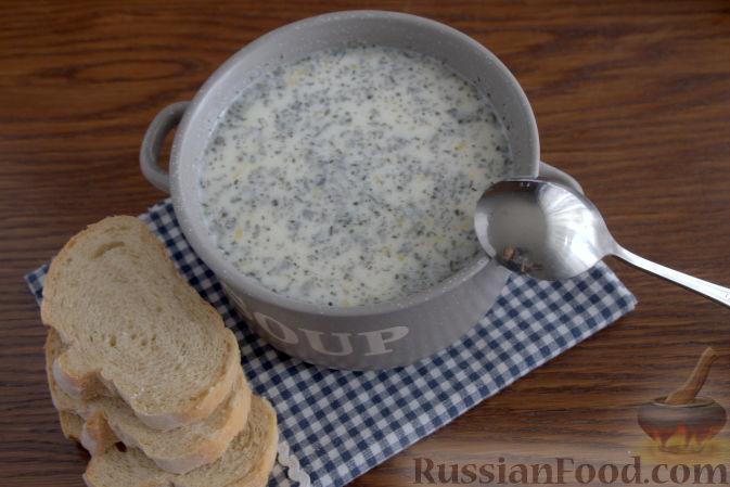Фото приготовления рецепта: Крем-суп с кольраби и плавленым сырком - шаг №10