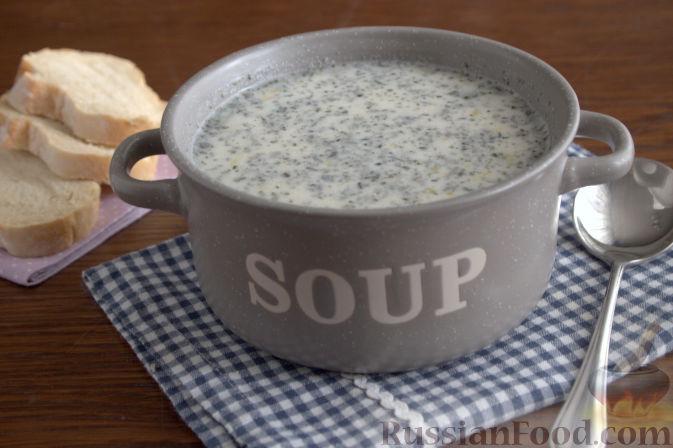 Фото приготовления рецепта: Крем-суп с кольраби и плавленым сырком - шаг №9