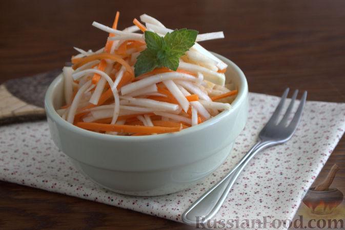 Фото к рецепту: Салат с кольраби и морковью (по-корейски)
