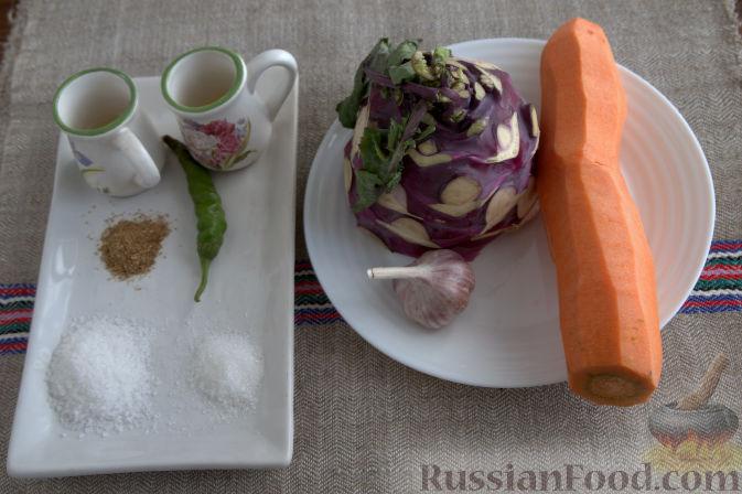 Фото приготовления рецепта: Салат с кольраби и морковью (по-корейски) - шаг №1