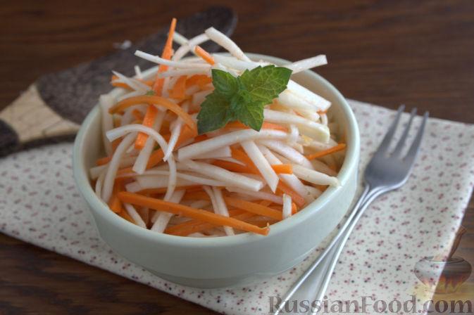 Фото приготовления рецепта: Салат с кольраби и морковью (по-корейски) - шаг №10