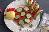 """Фото к рецепту: Новогодняя овощная нарезка """"Петушок"""""""