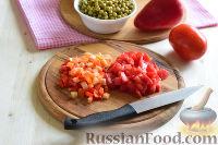 """Фото приготовления рецепта: Салат """"Петушок"""" с зелёным горошком - шаг №4"""