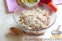 """Фото приготовления рецепта: Салат """"Петушок"""" с зелёным горошком - шаг №8"""