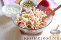 """Фото приготовления рецепта: Салат """"Петушок"""" с зелёным горошком - шаг №10"""