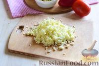 """Фото приготовления рецепта: Салат """"Петушок"""" с зелёным горошком - шаг №11"""